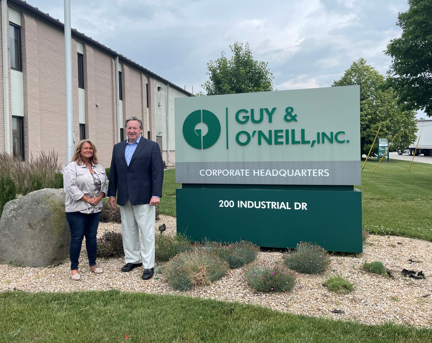 Guy & O'Neill Human Resources Manager Jennifer Engert with Doig Corporation President Jim Winistor who nominated G&O